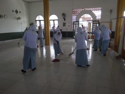 Membersihkan Mosalla Sekolah